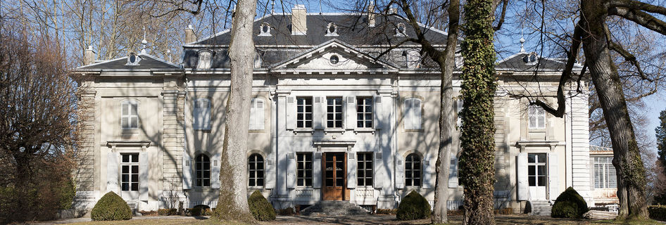 http://www.chateau-ferney-voltaire.fr/var/cmn_inter/storage/images/mediatheque/mediatheque-commune/images/chateau-de-voltaire-panoramique/1253522-1-fre-FR/Chateau-de-Voltaire-panoramique_image-max.jpg